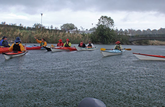 Nigel Foster and Kristin teaching kayaking on Malmö kanal during rain